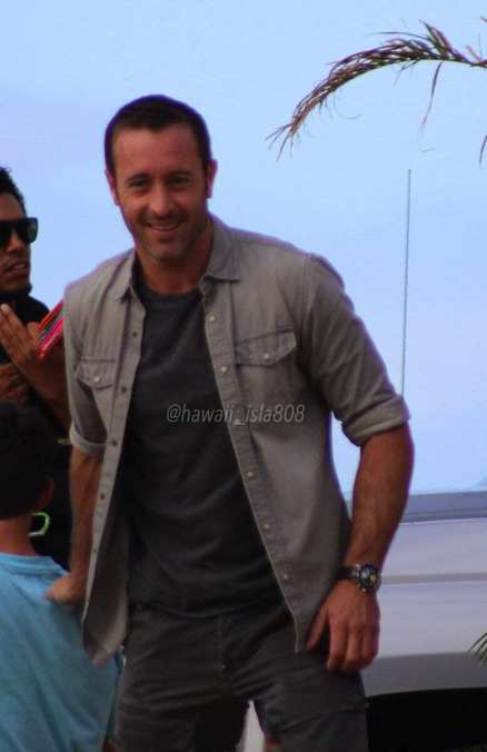 Alex O'Loughlin behind the scenes at shrimp truck