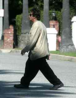 celebrities-wearing-crocs-al-pacino_dwyv1r