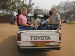 Mit dem Pickup in die Dörfer
