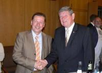 Bürgermeister Schwarzenberg gratuliert seinem Nachfolger