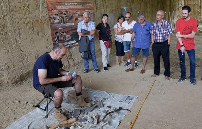 Per fer partícip a la ciutadania del projecte sobre el Barranc de la Boella, el pasado dissabte dia 28 de setembre se celebro una Jornada de Portes Obertes, des de les 10 h i fins les 13 h, que inclou exhibicions de talla per veure com s'elaboraven les eines lítiques fa un milió d'anys.