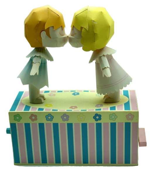 Bambole che si baciano