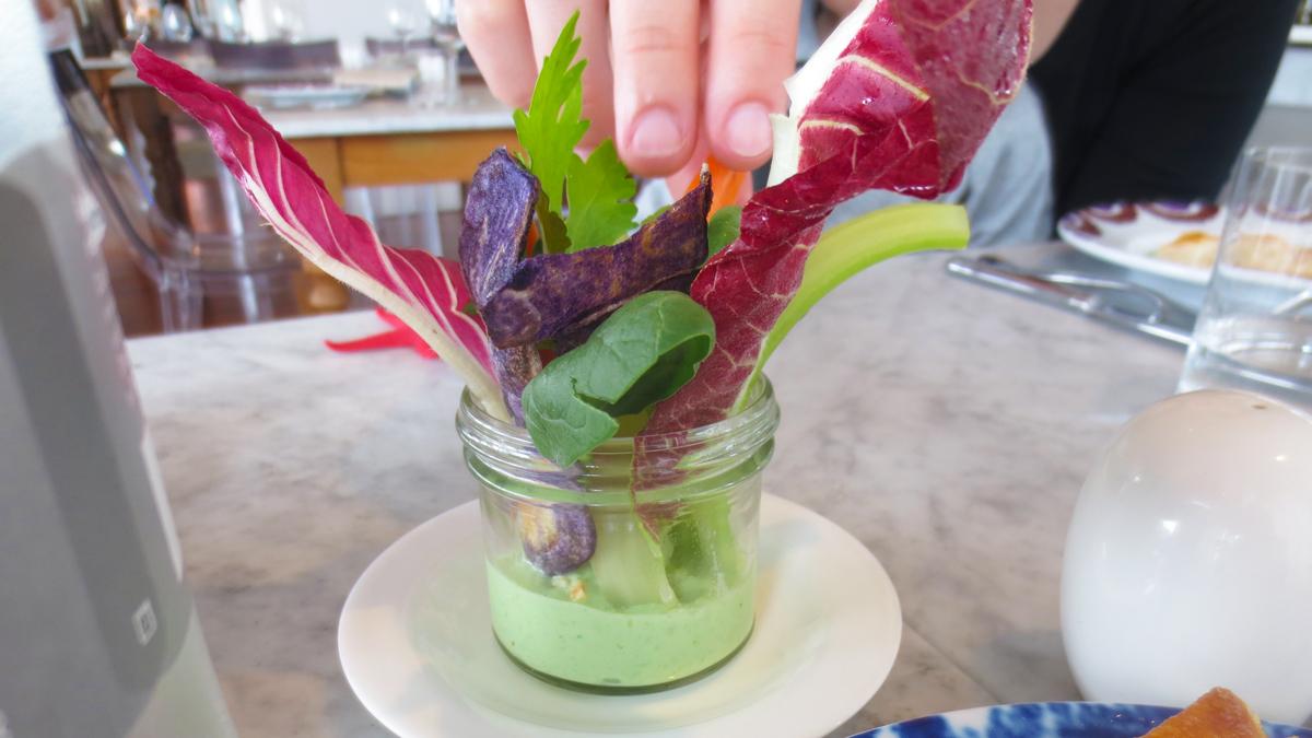 Pinzimonio con salsa alla crescenza e basilico