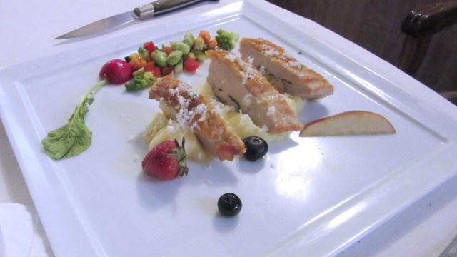 Pollo ficatum con verdure e frutta