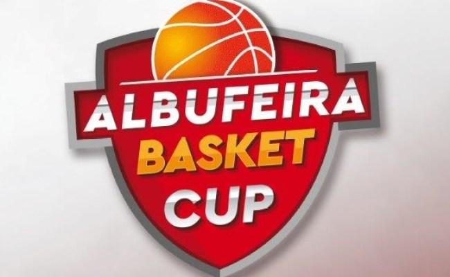 Equipa De Basquetebol Do Imortal Defronta O Benfica