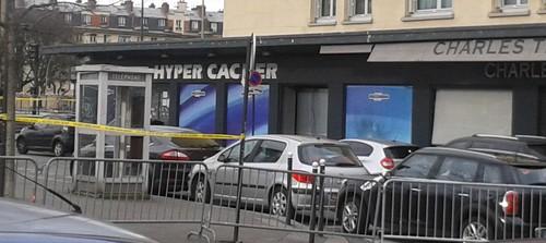 El primer ministro israelí, Benjamin Netanyahu, visitó el supermercado kosher Hyper Cacher en París que fue atacado el viernes por un terrorista islamista.  Foto: JJ Georges via Wikimedia Commons.
