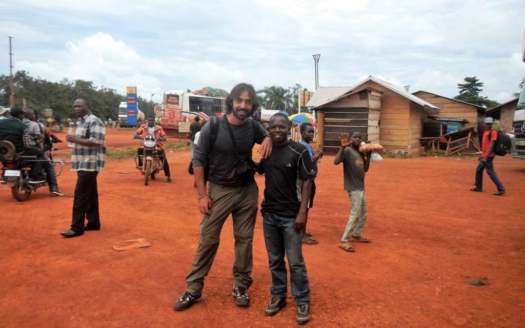 Pisando el Barro. La historia de un pequeño gran hombre (África no es un país #7)
