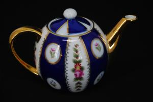 Decorative China Teapot gi580