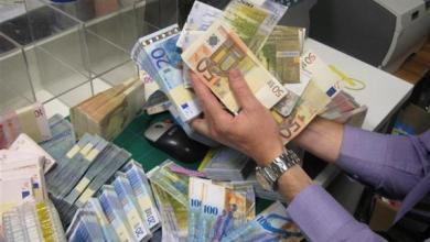 Photo of اليورو يسجل اليوم أقل مستوى في ثلاث سنوات وسط قلق المستثمرين