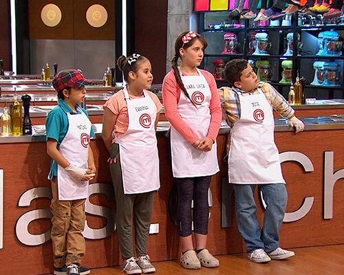 Masterchef junior Colombia llevó a los pequeños cocineros por todo tipo de aventuras culinarias, tanto en la cocina de MasterChef como en varios lugares de Colombia, desde la Costa caribe hasta el Amazonas.