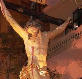 El Cristo de la Buena Muerte a su paso por la avenida de la Constitución.