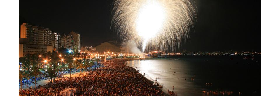Concurso Internacional de Fuegos Artificiales en la playa del Postiguet