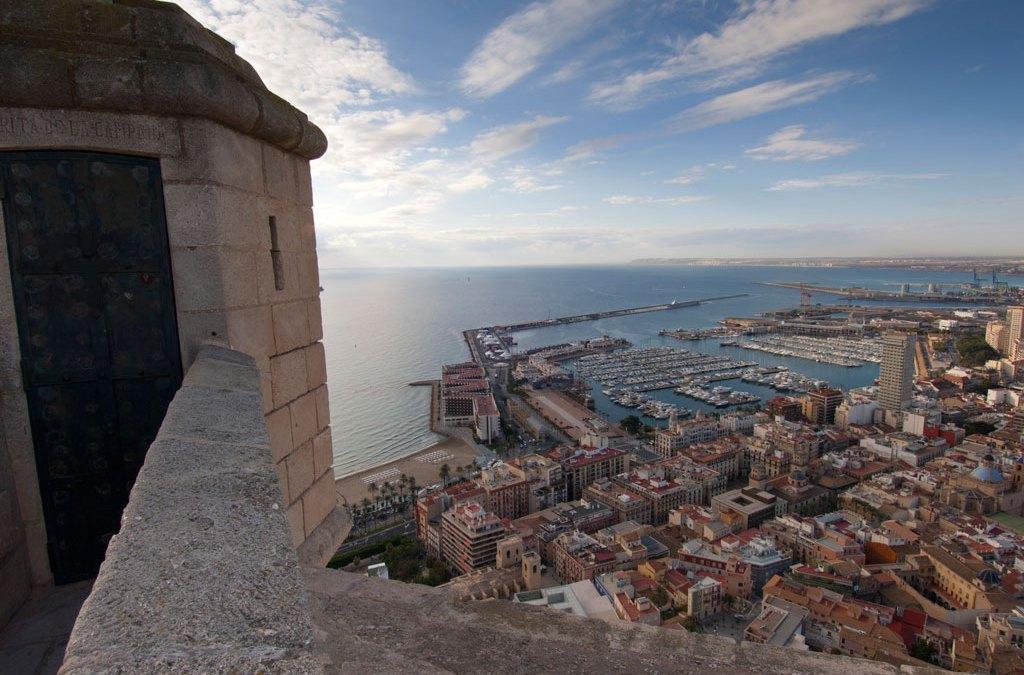 Die Burg Santa Bárbara, mehr als Tausend Jahre Geschichte