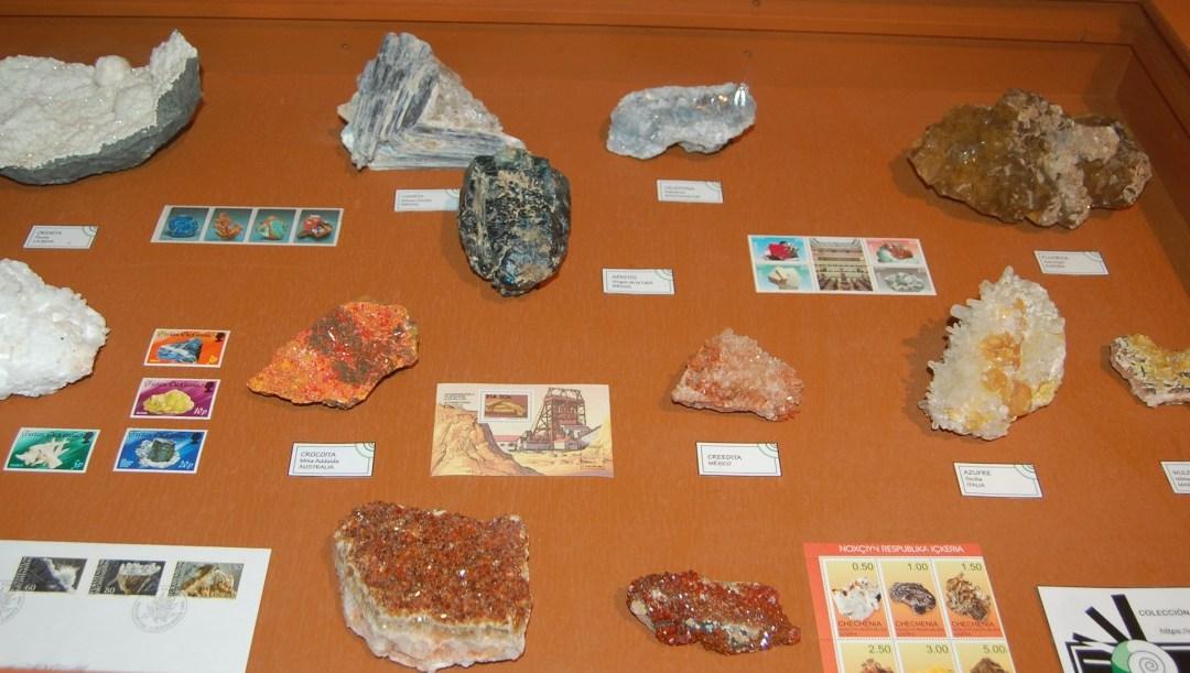 Mercadillo de minerales en las Cigarreras