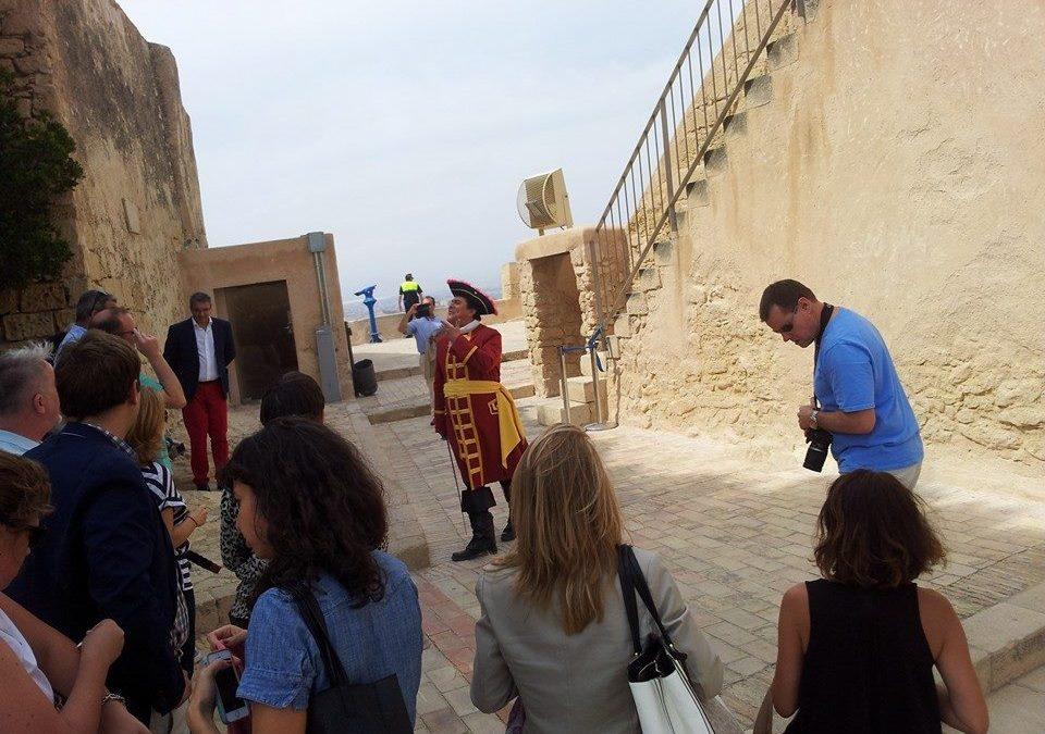 La ciudad de Alicante muestra sus atractivos a un grupo de ejecutivos de cruceros.