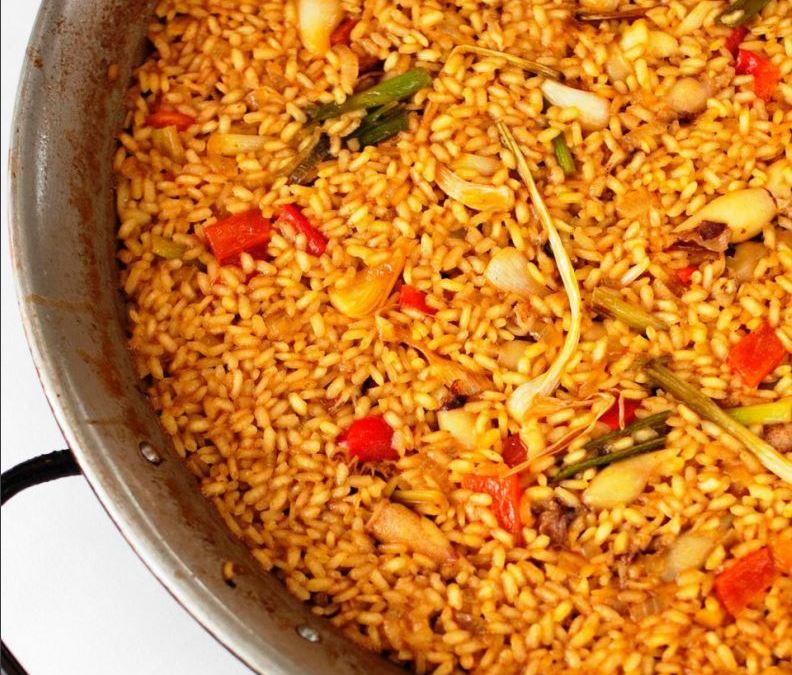 Arroz con chipirones y ajos tiernos. Rice with chipirones (small cuttlefish) and young garlic