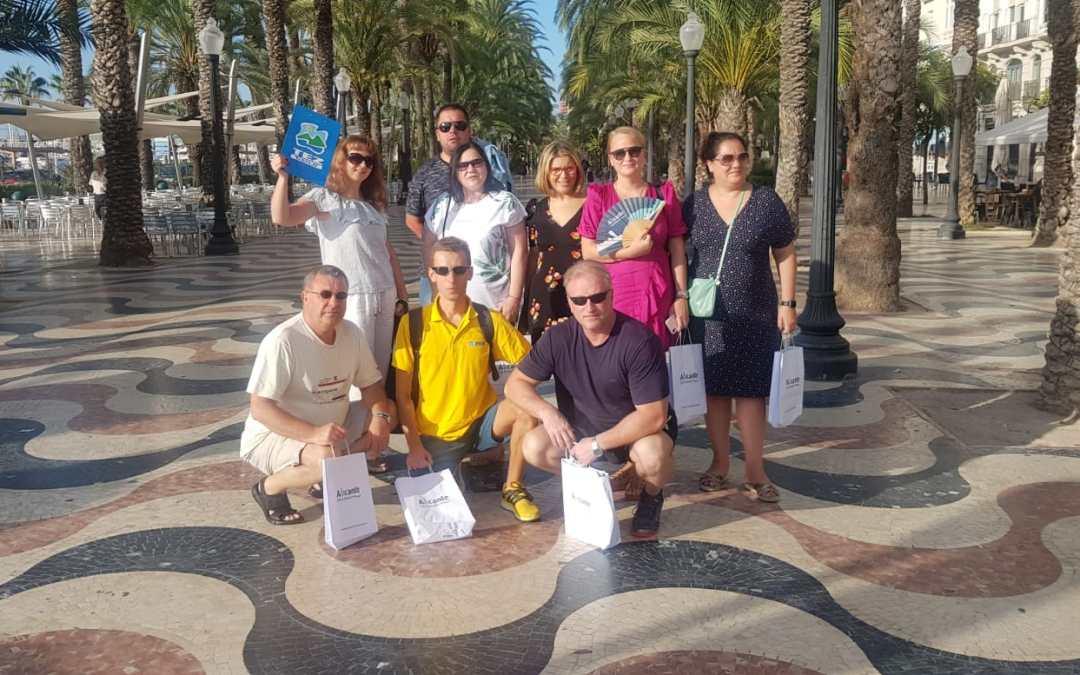FOTONOTICIA.  Mari Carmen Sánchez recibe a un grupo de agentes turísticos rusos