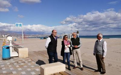 El Ayuntamiento de Alicante inicia los movimientos para perfilar y mover 9.000 metros cúbicos de arena en la playa de San Juan