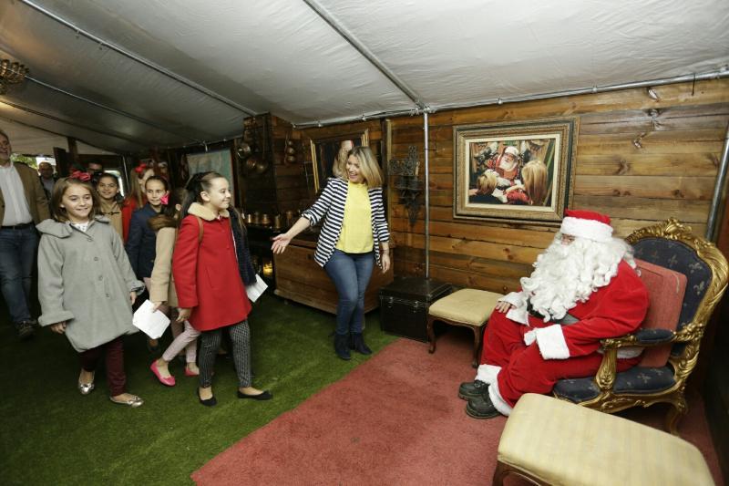 La vicealcaldesa inaugura la Casa de Papá Noel en el Panteón de Quijano, las atracciones navideñas de la pista de hielo y el tobogán gigante en la plaza de Toros