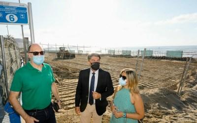 El Ayuntamiento de Alicante culmina las obras de descontaminación por el vertido de fuel en la zona central de la playa del Postiguet