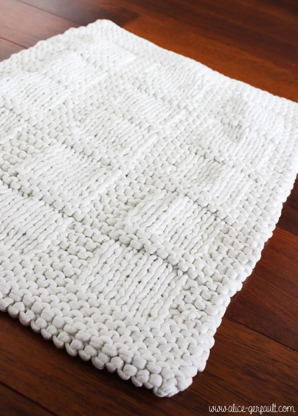 tapis de bain tricote avec du trapilho