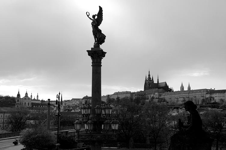Engel über Prag
