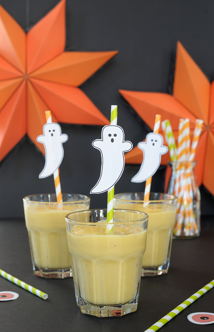 Halloween smoothie recipe and free ghost straw topper printable
