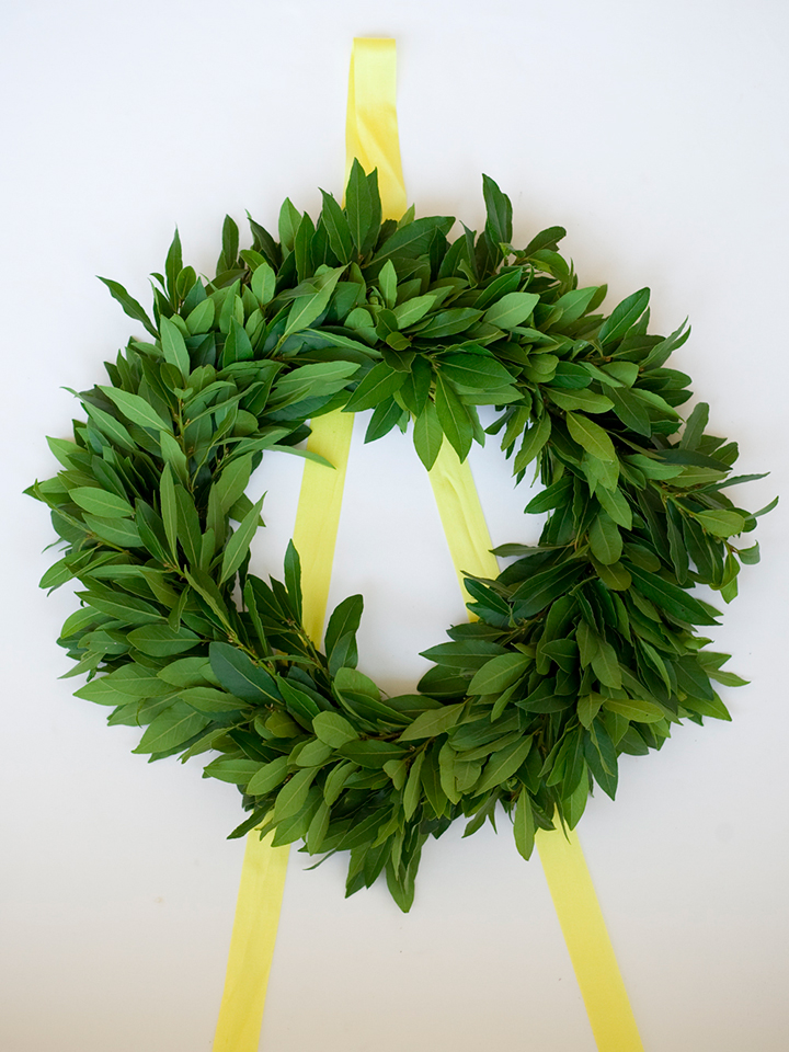 Handmade holiday wreath DIY tutorial