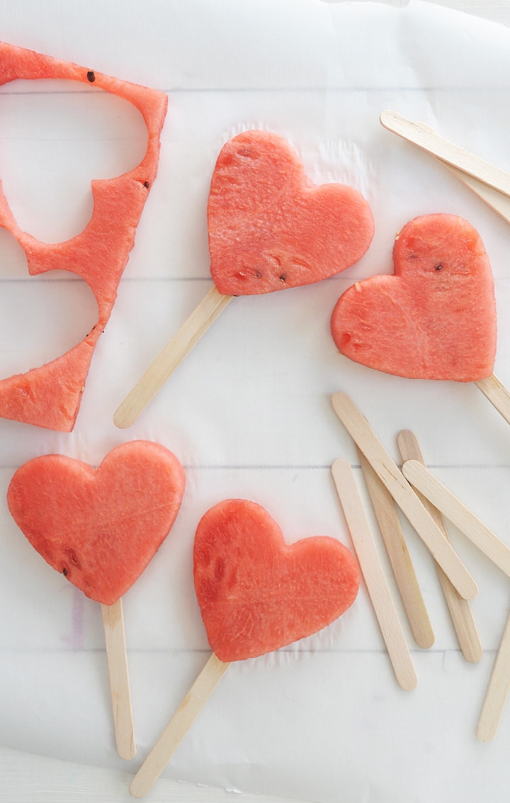 Such an easy and healthy Valentine treat for kids.