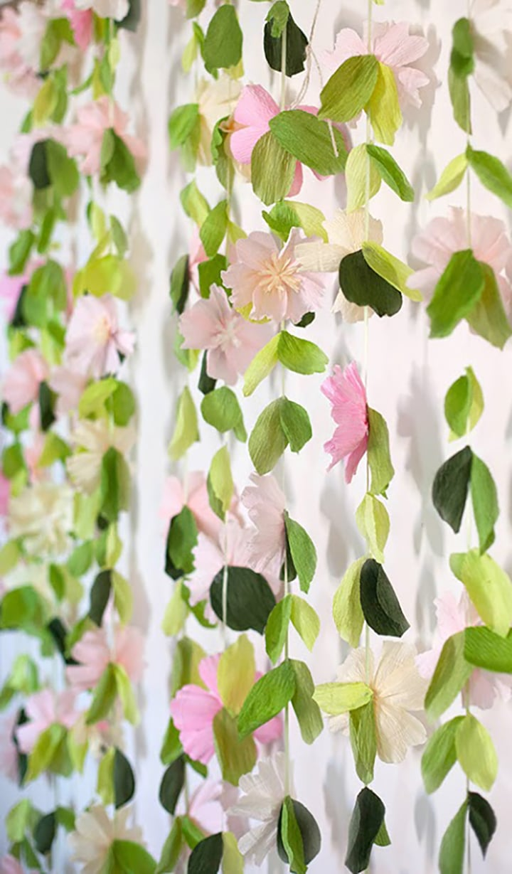 Tutorial for this gorgeous DIY paper flower backdrop