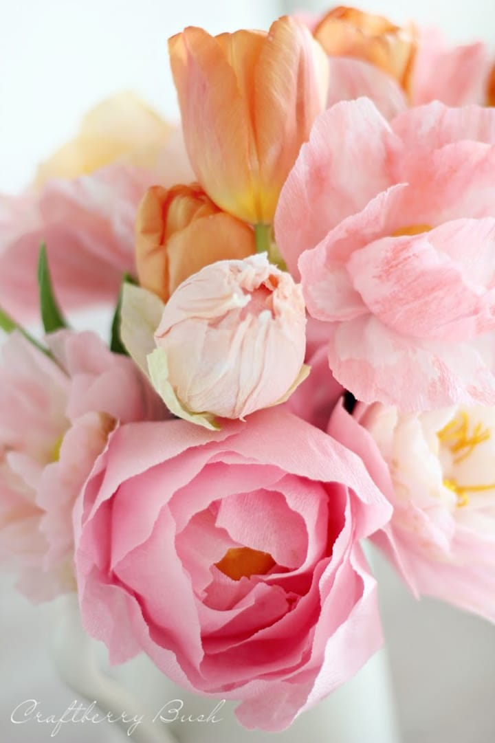 Make these DIY paper peonies out of crepe paper!