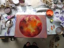 Encrage d'une lune, avant essuyage, dans l'atelier de gravure. Alice Heit 2016.