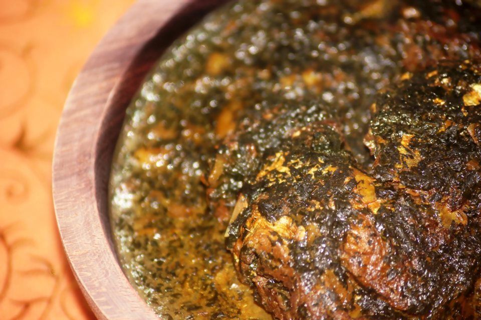 Mouloukhié au Poisson (sauce aux feuilles de gombo – kelenkelen au Cameroun)