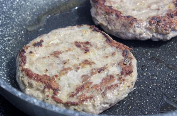 burger de sanglier et pain au manioc