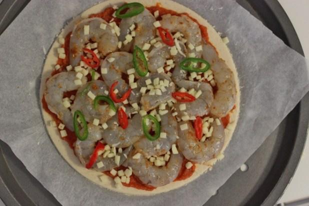 pizza à la galette de manioc et crevettes