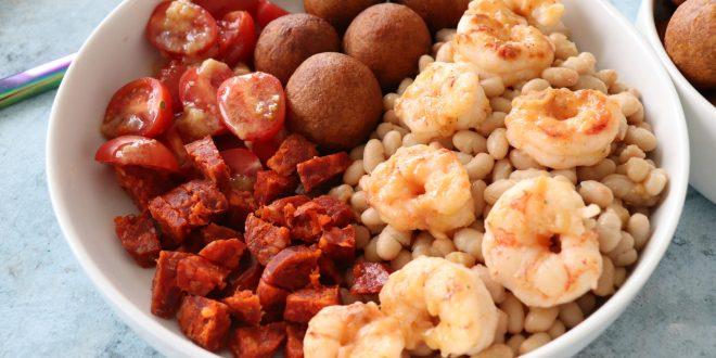 Salade de haricots blancs et de crevettes grillées