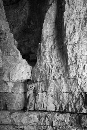Alessandro Zaffonato: Return to Nature 007, 2015-2018 – stampa fine art | location: Grotta del Popolo (Leute Kubale), Roana (VI) | model: Adele