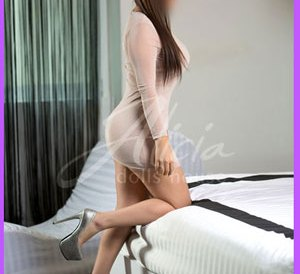 KARELY-Escort-en-MTY Su personalidad divertida, alegre, un poco extravagante, muy simpática, la hacen la acompañante perfecta