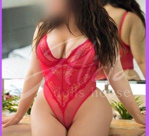 BECKY-Escort-en-MTY una chica totalmente nueva como escort, pero no te dejes engañar, pues esconde una sexualidad desenfrenada