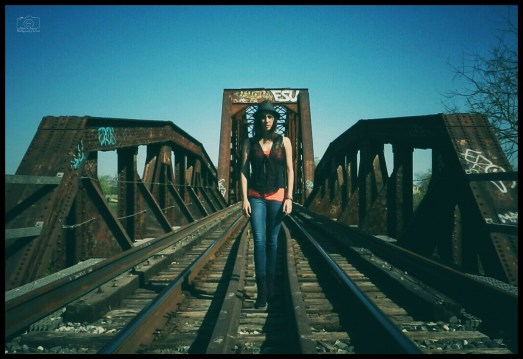 Miriam - TrainTracks - 31416 - F