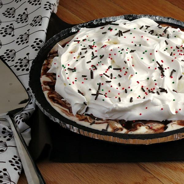 Easy Ice Cream Pie #recipe uses only 3 ingredients, so good! | alidaskitchen.com