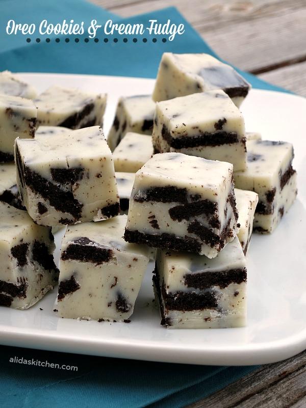 Oreo Cookies and Cream Fudge | alidaskitchen.com #recipes