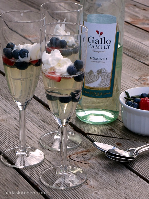 Mixed Berry Moscato Gelees | alidaskitchen.com #recipes #SundaySupper #moscato