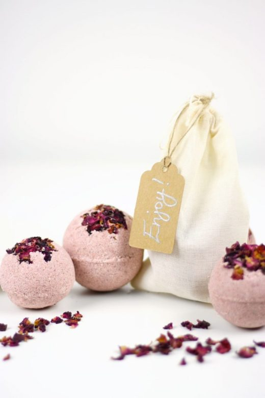 DIY rose bath bombs with gift bag