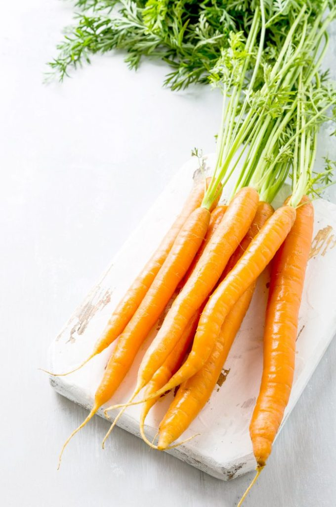 What if there was one simple thing you could do every single day to improve your overall health? Learn how eating raw carrots daily can improve your digestion, balance your hormones, lower your inflammation, promote weight loss & much more. Based on the research of Dr. Ray Peat. Includes recipe for hormone-balancing shredded carrot salad. #Health #RayPeat #HormoneHealth #Hormones #CarrotSalad