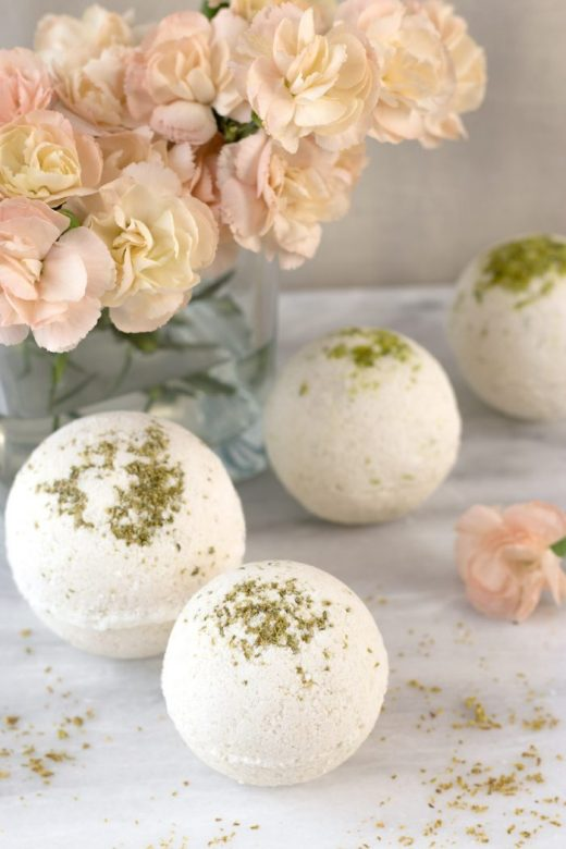 Natural DIY bath bombs that smell like coca cola