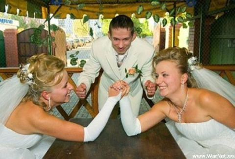 Bad-Wedding-Pictures-Arm-Wrestling