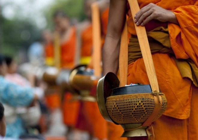 MONKS BREAKFAST IN EARLY MORNING IN LUANG PRABANG, LAOS