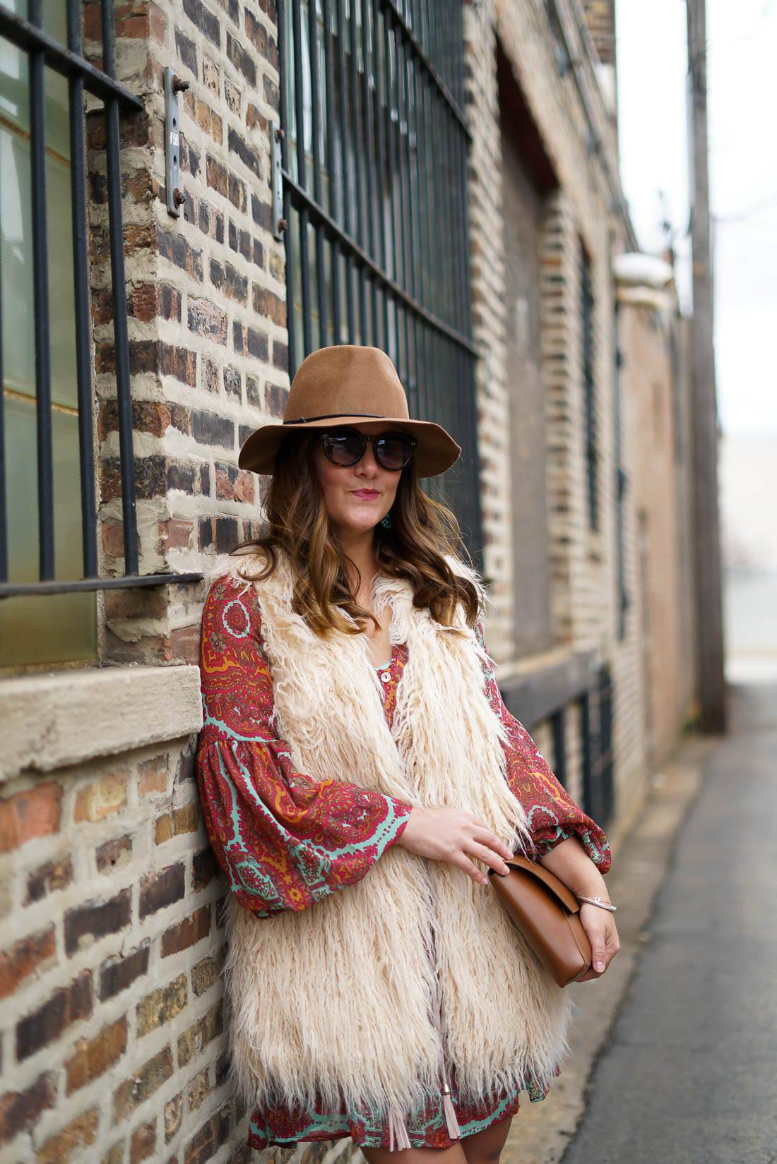 Show Me Your Mumu Tunic Swing Dress, Brown Fedora, Brown Leather Wedge Booties, Ray Ban Aviator Sunglasses, Chicago Blogger, Show Me Your Mumu Faux Fur Vest, Boho Fall Style