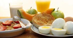 Para perder peso, desayuno con proteínas